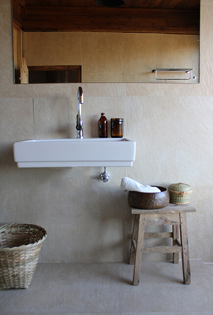 bathroom-natural-tiles-rustic-basin-stool