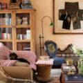 living room pink walls