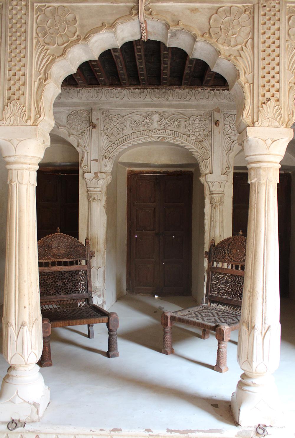 elegant, interior design, india, Rajasthan, lime plaster, Vernacular, Rohida wood, Narain Niwas Palace, Jhunjhunu